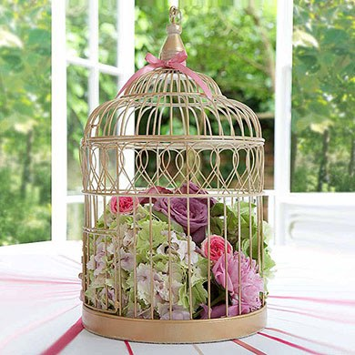 Bird cage centre piece from Confetti.co.uk