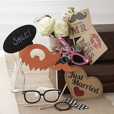 Vintage themed photo booth accessories from Confetti.co.uk